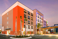 Exterior Photo of Holiday Inn Express and Suites